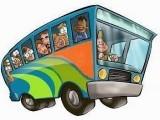 6151915223-gente-molto-in-un-bus-che-va-ad-una-vacanza